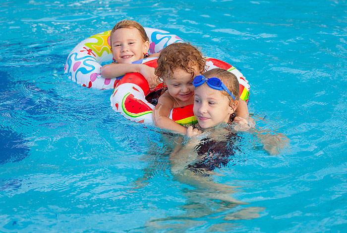 Nuotare nella piscina pubblica riscaldata a telfen castelrotto - Hotel castelrotto con piscina ...